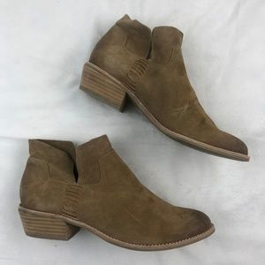 NWOB Dolce Vita Women's Charee Suede Ankle Bootie